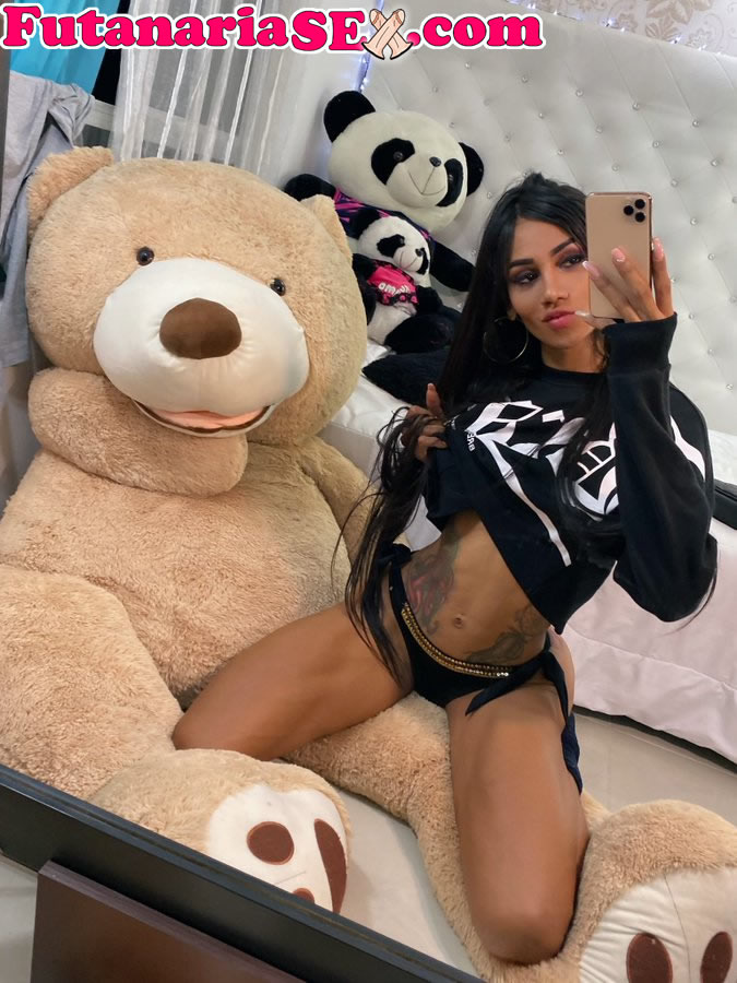 Laura Saenz xxx